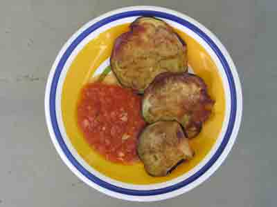 Fried eggplant with tomato sauce.