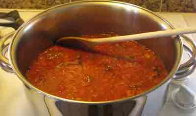 Add the grated tomatoes to the beef for moschari-me-agkinares