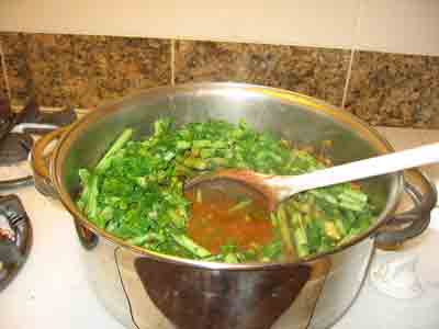 Add parsley and green beans to greek food recipe moschari me fasolakia.